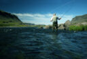 Ein Mann beim Fliegenfischen