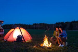 Ein beleuchtetes Zelt