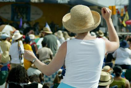 Der Artikel ist ein Erlebnisbericht eines Pariser Festivals.