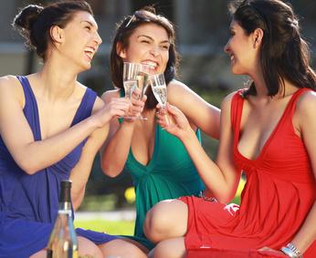 Der Artikel nennt tolle Plätze für ein Picknick in Paris.