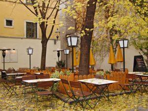 Inhaltgebend sind die schönsten Cafés in Paris.