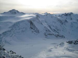 Der Artikel berichtet über einen Kurzurlaub in den schweizer Alpen.