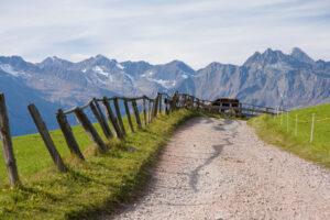 Ein Schotterweg im Südtirol